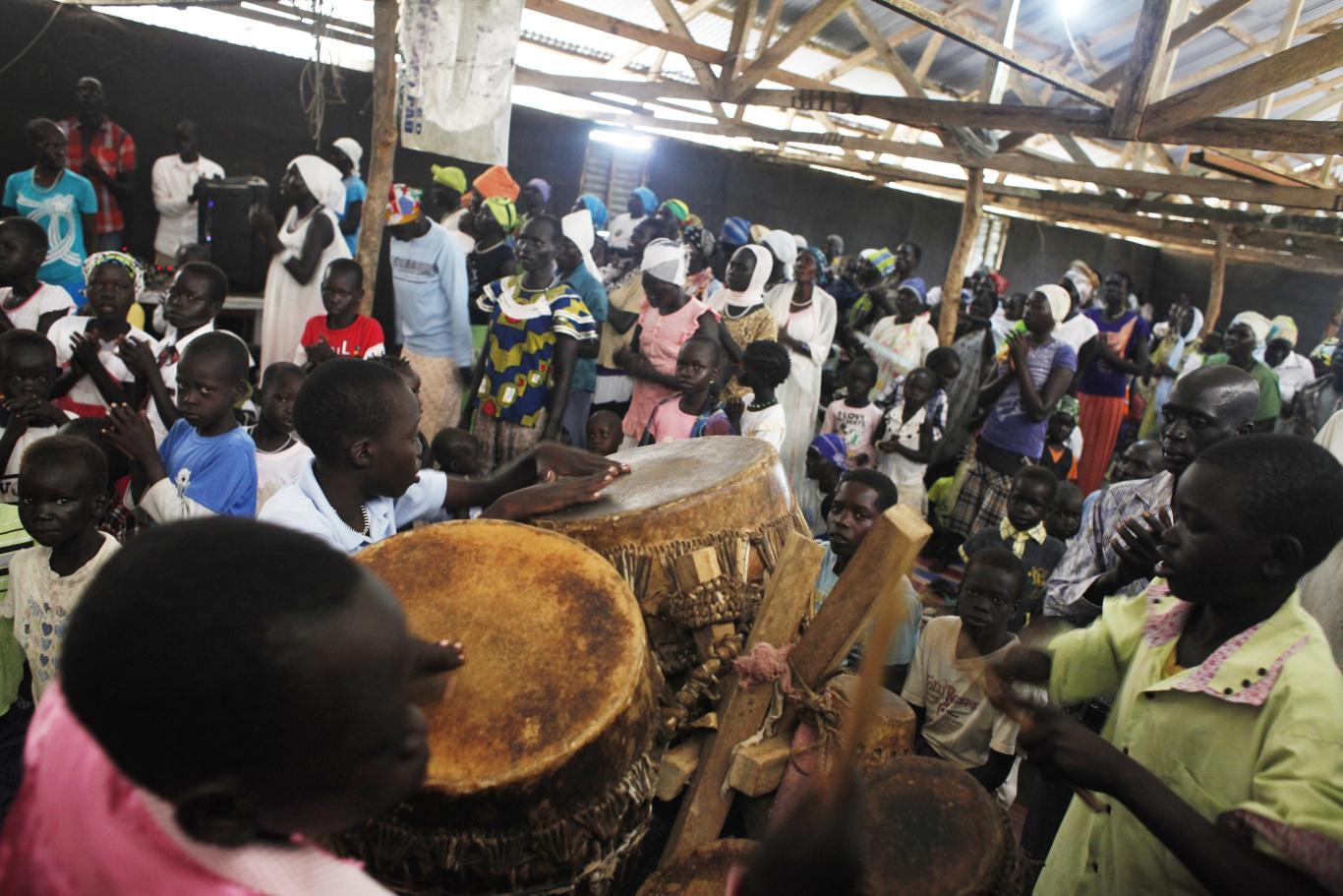 Children drums gorom refugee